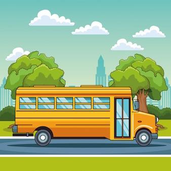 Autobus scolaire en passant par le paysage de la ville