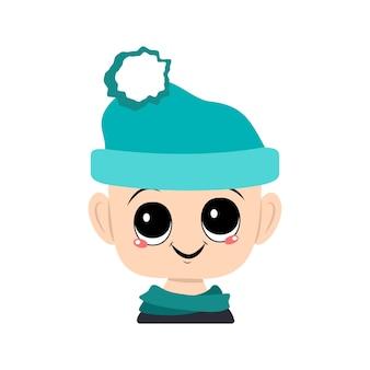 Avatar d'un enfant aux grands yeux et au large sourire joyeux dans un chapeau bleu avec une tête de pompon d'un bambin...