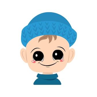 Avatar d'un enfant avec de grands yeux et un large sourire dans un chapeau tricoté bleu un enfant mignon avec un visage joyeux...