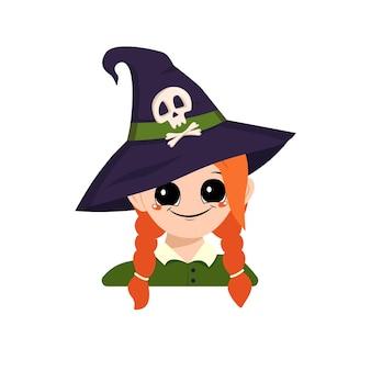 Avatar d'une fille aux grands yeux aux cheveux roux et au large sourire heureux dans un chapeau de sorcière pointu avec un crâne t...