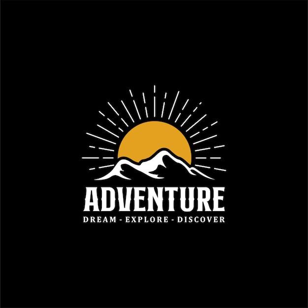 Aventure en montagne vintage avec sunshine logo design