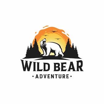 Aventure en plein air avec logo de l'ours sauvage