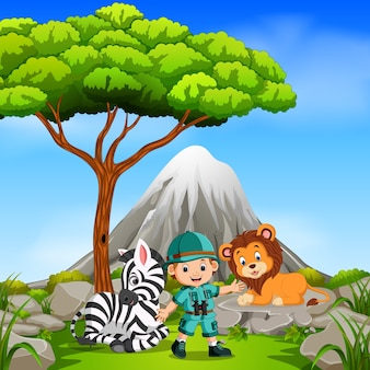 Aventurier et animal sauvage posant avec la montagne
