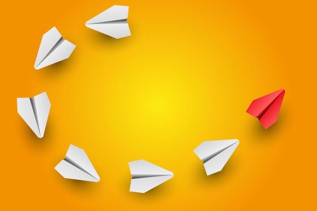 L'avion en papier leader rouge individuel dirige un autre concept d'entreprise et de leadership