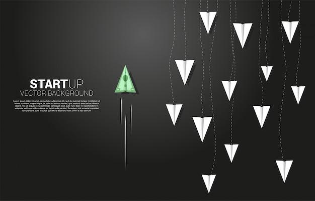 Avion en papier origami billets en argent vont de façon différente du groupe de blanc. concept d'entreprise de perturbation et mission de vision.