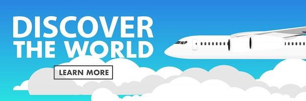 Avion vole au-dessus des nuages avec un texte découvrez le monde