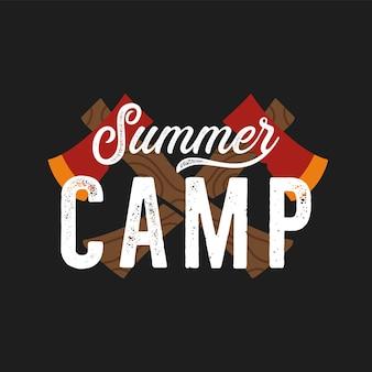 Axes de style rétro croisés avec inscription créative summer camp représentée sur le design du t-shirt