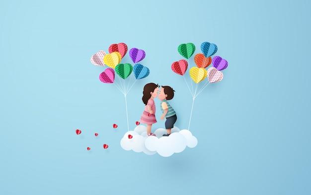 Babygirl et babyboy s'embrassant