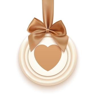 Badge avec coeur, ruban doré et un arc