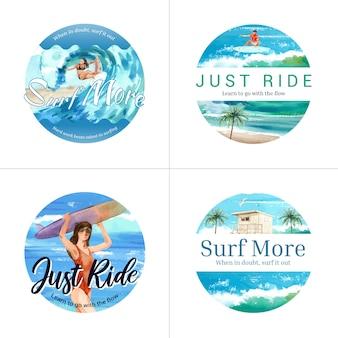 Badge avec des planches de surf à la plage