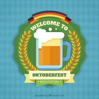 Badge plat pour l'oktoberfest avec une tasse à bière