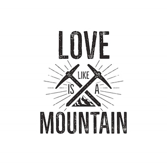Badge de voyage avec montagne, équipement d'escalade et citation - montagne d'amour.