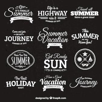 Badges d'été dans le style rétro