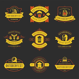 Les badges et les étiquettes oktoberfest mis vintage typographique