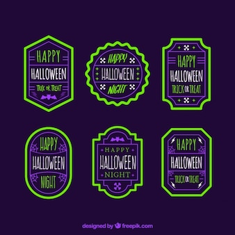 Badges halloween dans le style vintage avec brillant bordure verte