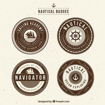 Badges nautiques vintage dans le style rétro