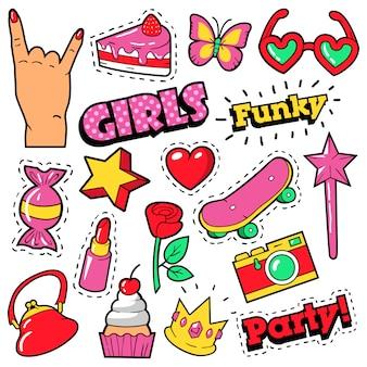 Badges, patchs, autocollants pour filles à la mode - gâteau, main, cœur, couronne et rouge à lèvres dans un style bande dessinée pop art. illustration