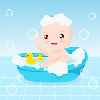 Bain de bébé mignon