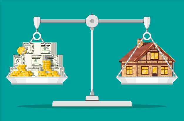 Balance les balances avec la maison et l'argent. acheter une maison. immobilier. maison, piles de dollars et pièces de monnaie