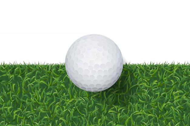Balle de golf et fond d'herbe verte.