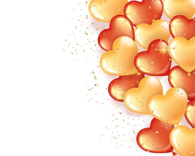 Ballons en forme de coeur rouge et or sur fond rose. un tas de boules à droite pour la saint valentin