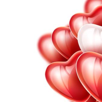 Ballons réalistes en forme de coeur, rubans élégants en soie isolés.