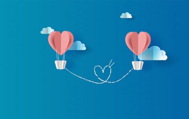 Ballons roses coeur flottant avec scène de vue de skyscape