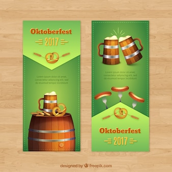 Banderoles Réalistes Avec Tasse à Bière, Barils Et Saucisses Vecteur gratuit