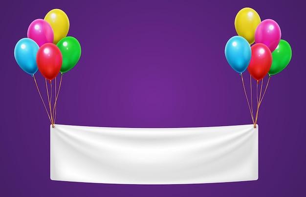 Bannière accrochée à des ballons colorés