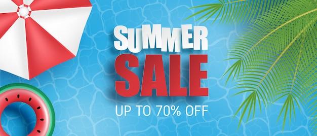 Bannière ou affiche de vente d'été. piscine avec palmier, parasol, anneau de natation de la vue de dessus. modèle de promotion des achats pour la saison estivale.
