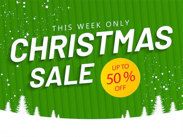 Bannière ou affiche de vente de noël avec offre de réduction de 50% et arbre de noël sur un motif rayé vert et enneigé.