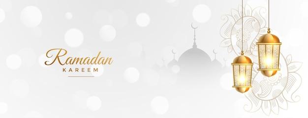 Bannière blanche ramadan kareem avec lanterne islamique dorée