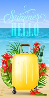 Bannière de bonjour l'été avec des feuilles de palmier, fleurs rouges, étui de transport jaune, plage