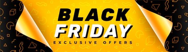Bannière du vendredi noir avec du papier cadeau ouvert