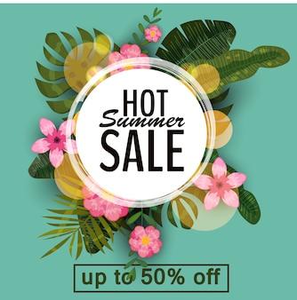 Bannière d'été de vente, affiche avec des feuilles de palmier, feuille de jungle et fleurs tropicales