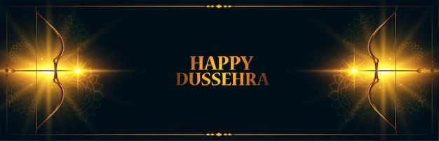 Bannière de festival indien heureux dussehra avec arc et flèche rougeoyante