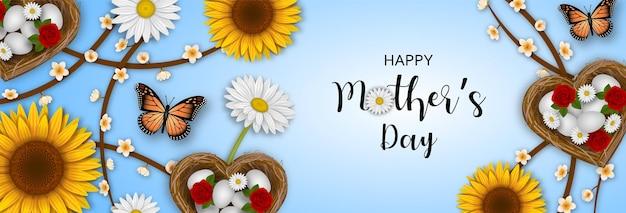 Bannière de fête des mères heureuse avec des papillons de fleurs et des nids en forme de coeur