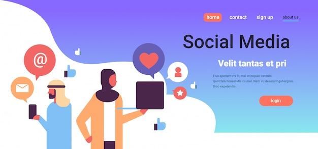 Bannière d'icônes de médias sociaux couple arabe