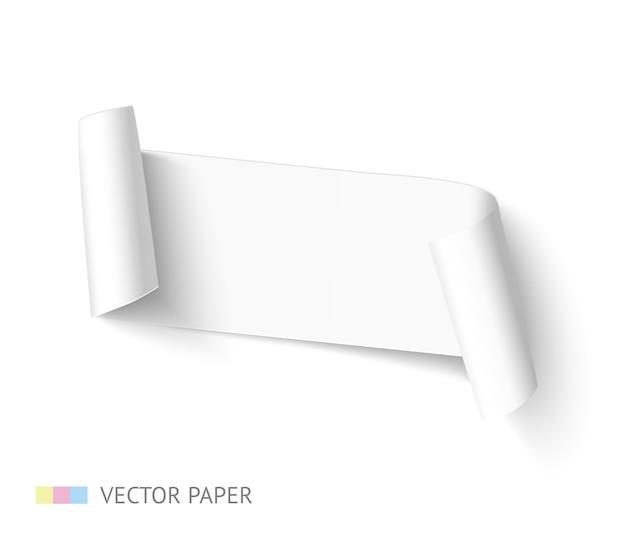 Bannière incurvée de ruban de papier blanc blanc avec rouleau de papier isolé sur fond blanc. modèle de papier réaliste pour la promotion et la vente.