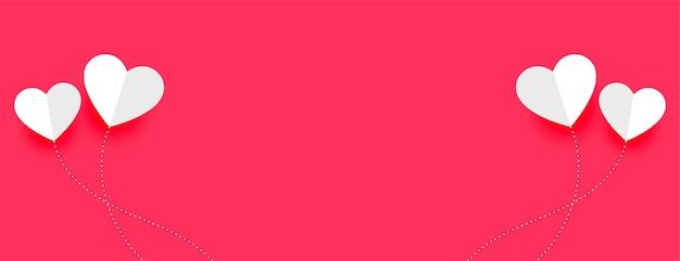 Bannière minimale de la saint-valentin avec des coeurs de ballon en papier