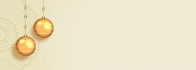 Bannière de noël blanche avec boules d'or et espace de texte
