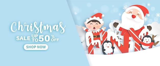 Bannière de nouvel an avec un père noël et des pingouins dans le papier découpé et style artisanal du village de neige.