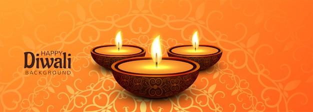 Bannière promotionnelle happy diwali sur les médias sociaux avec lampes à huile illuminées