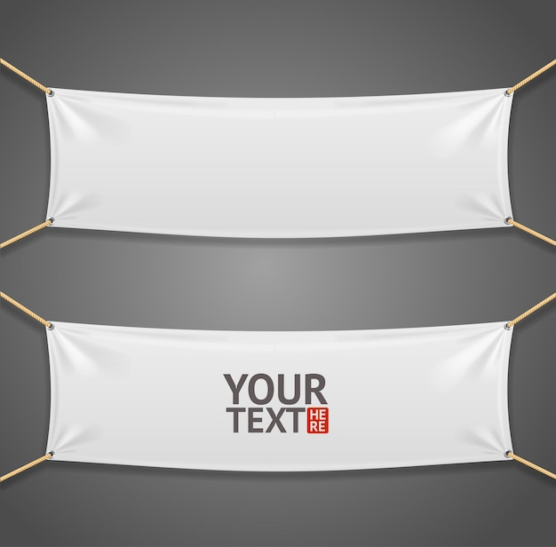 Bannière rectangulaire en tissu blanc avec des cordes isolé sur fond gris.
