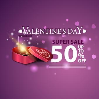 Bannière de réduction pourpre pour la saint-valentin avec des cadeaux en forme de coeur