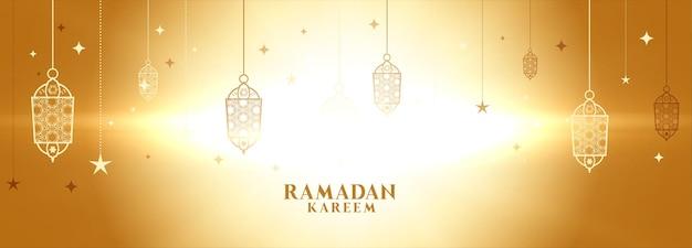 Bannière rougeoyante de ramadan kareem avec décoration de lampes