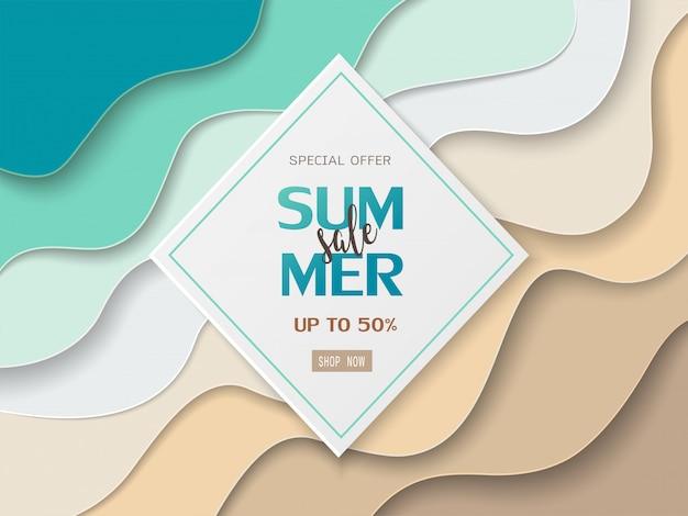 Bannière de soldes d'été sur papier découpé mer et plage