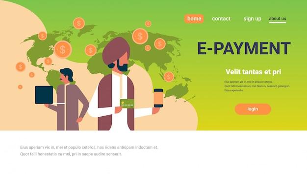 Bannière de transaction d'argent de gens d'affaires indien e-paiement