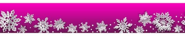 Bannière transparente de noël avec des flocons de neige en papier volume avec des ombres douces sur fond rose. avec répétition horizontale