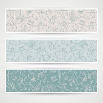 Bannière de trois fleurs romantiques horizontales sertie de papillons et de fleurs différentes